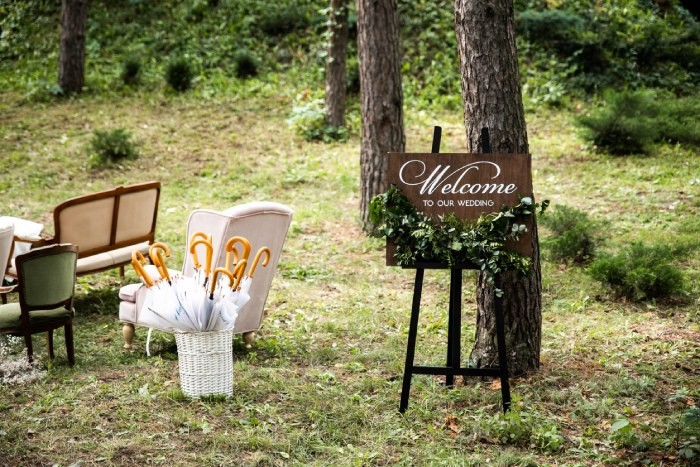 Creative Wedding Venue Handheld Catering